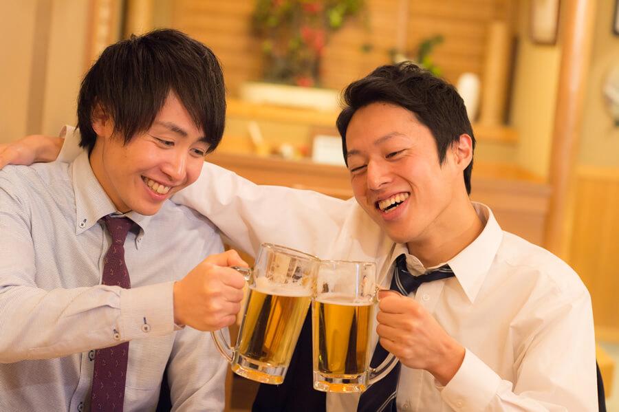 バイアグラは血管を拡張させる効果があるため、アルコールによる酔いが回りやすくなるおそれ