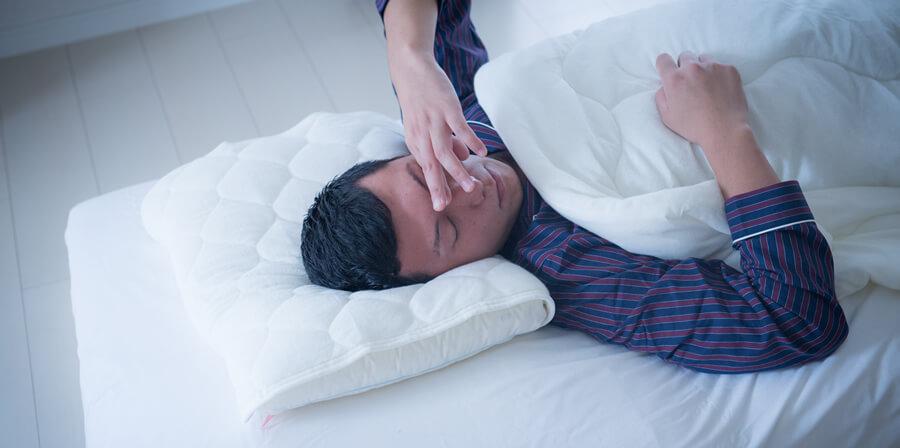 睡眠不足でテストステロンが減少し、EDを促進してしまう
